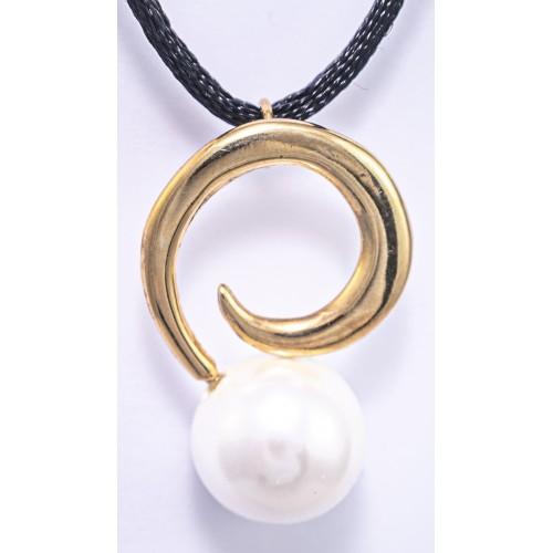 AMANDA- Colgante Mediano con cordon de seda y baño de oro .