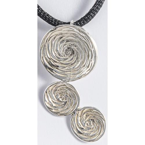 CAMELIAS  -Colgante Grande 3 piezas  y cordon de seda.